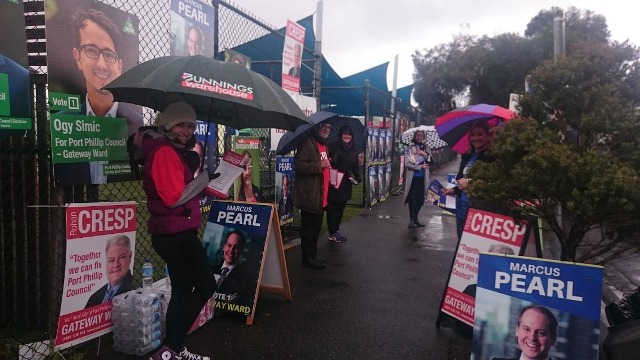 Candidates hand out 'how to votes' on Nott St Port Melbourne